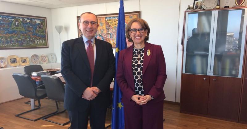 Director General de la Dirección General de cooperación internacional y desarrollo de la Comisión Europea, Stefano Manservisi. y secretaria general iberoamericana, Rebeca Grynspan.